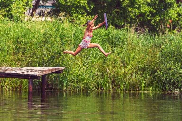 10 veiligheidstips voor ouders met kinderen in de buurt van water of het zwembad